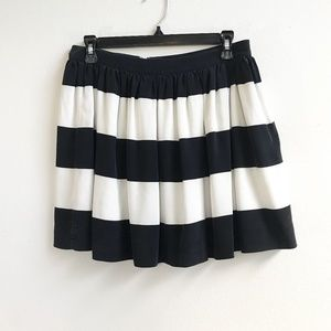 Fossil : Black and White Striped Silk Skirt